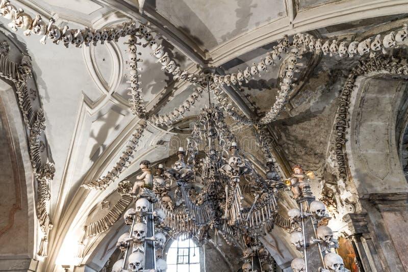 Świecznik robić kości i czaszki zdjęcie stock