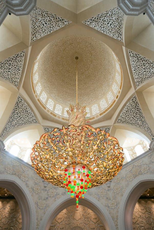 Świecznik w Sheikh Zayed Uroczystym meczecie w Abu Dhabi, UAE obrazy royalty free
