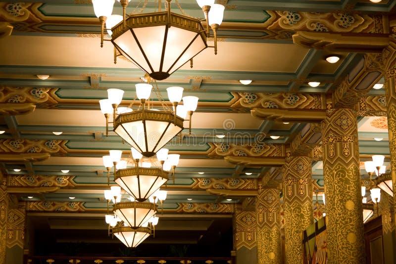 świecznika podsufitowy hotel obraz royalty free