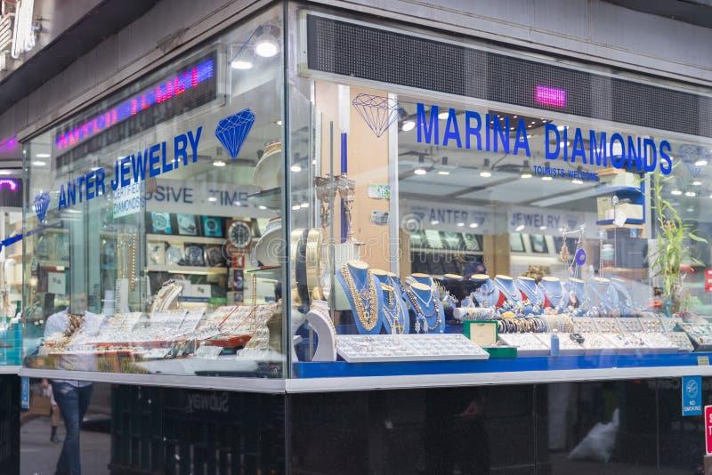 Świetny Diamentowy biżuteria pokazu okno obrazy stock