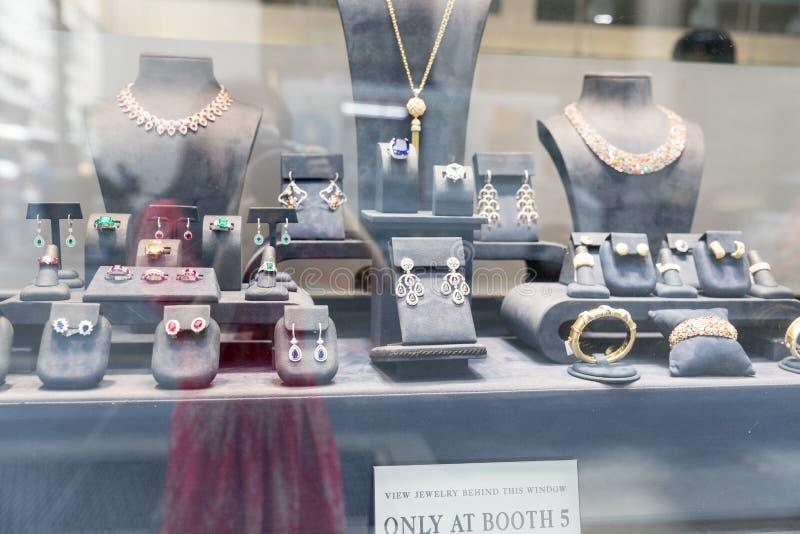 Świetny Diamentowy biżuteria pokazu okno fotografia royalty free
