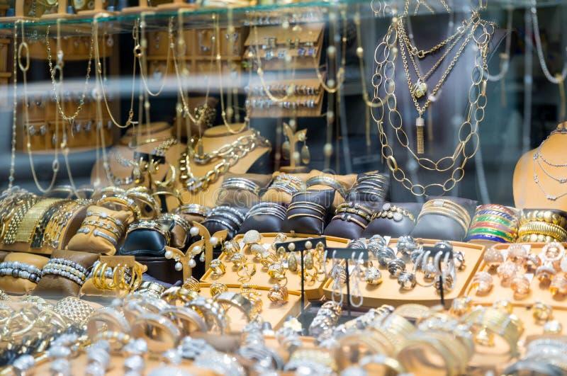 Świetny Diamentowy biżuteria pokazu okno obrazy royalty free