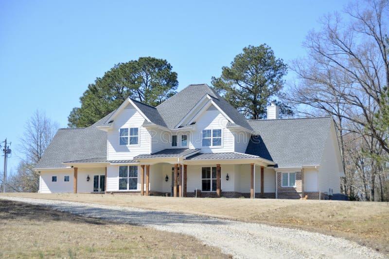 Świetny Dwupiętrowy Pojedynczy Rodzinny rancho dom zdjęcie stock