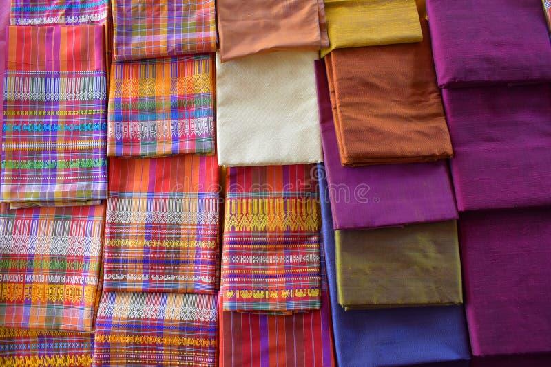 świetny, silny, miękki, połyskujący włókno, produkujący jedwabnikami i zbierający robić nici i tkaninie w robić kokonowi obraz stock