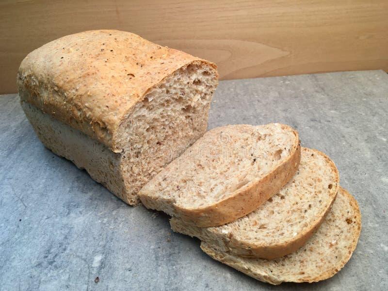 Świezi bochenki pszeniczny chleb zdjęcia royalty free