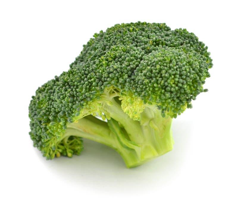 Świezi brokuły ciący kawałki na białym tle zdjęcia royalty free