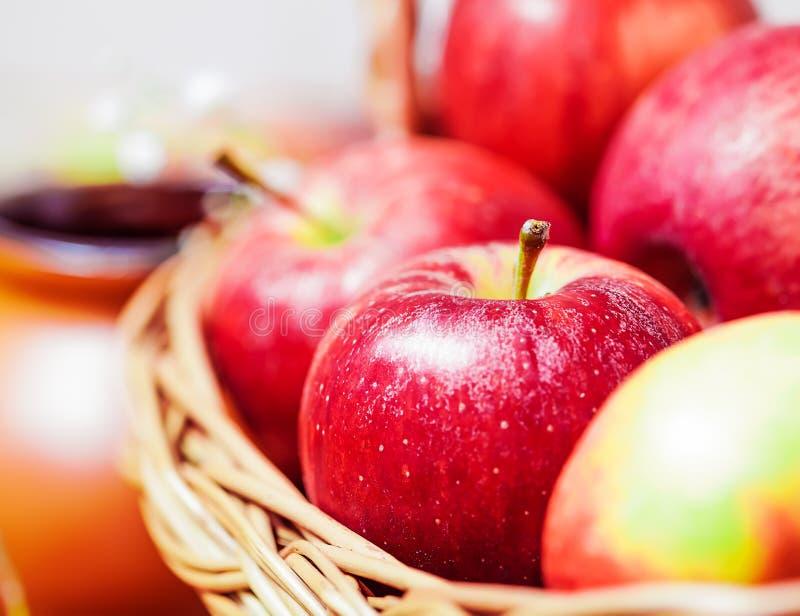 Świezi czerwoni jabłka obraz stock