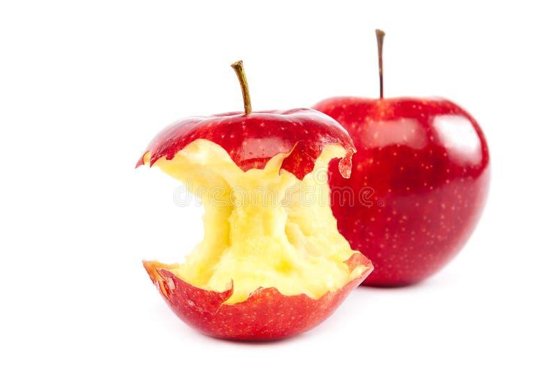 Świezi czerwoni jabłka i jabłczany sedno zdjęcie royalty free