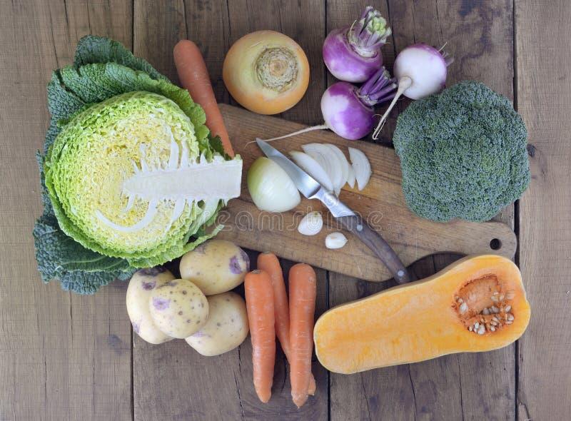 Świezi i sezonowi warzywa obraz stock
