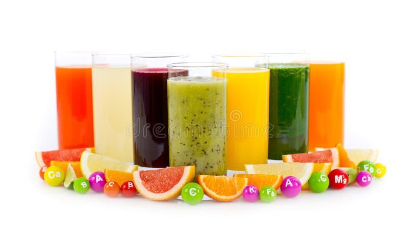 Świezi i zdrowi owoc i warzywo soki zdjęcie stock