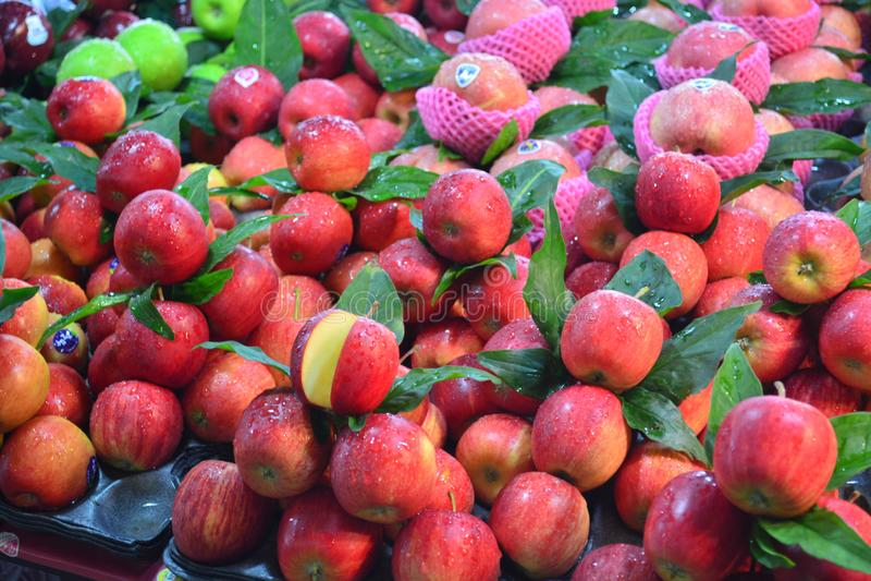 Świezi jabłka w Kim Yong wprowadzać na rynek przy hatyai w Tajlandia, gubernialny songkl obraz stock