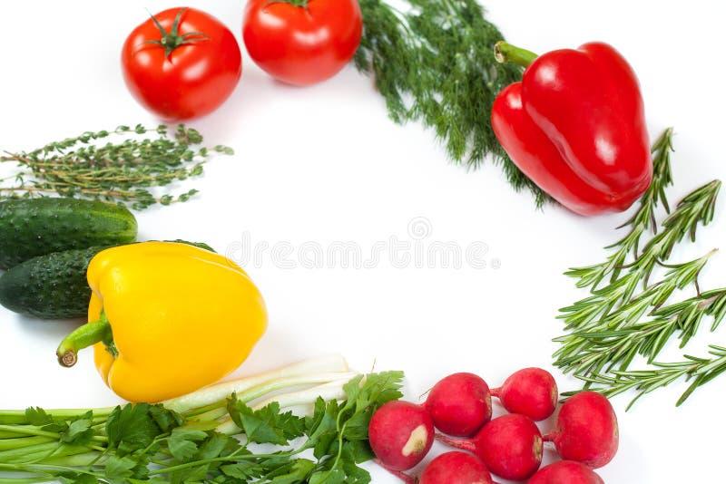 Świezi kolorowi organicznie warzywa chwytali z góry odgórnego widok, mieszkanie nieatutowy Bia?y t?o Uk?ad z bezp?atnej kopii prz fotografia stock