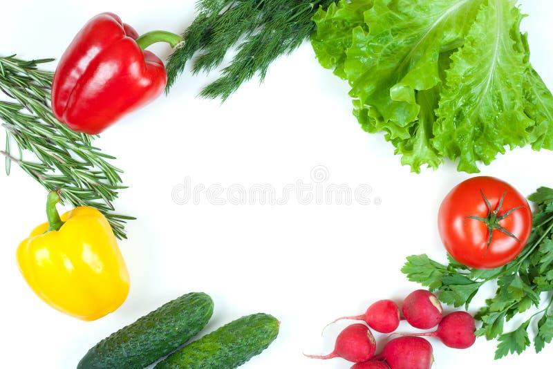 Świezi kolorowi organicznie warzywa chwytali z góry odgórnego widok, mieszkanie nieatutowy Bia?y t?o Uk?ad z bezp?atnej kopii prz obraz royalty free