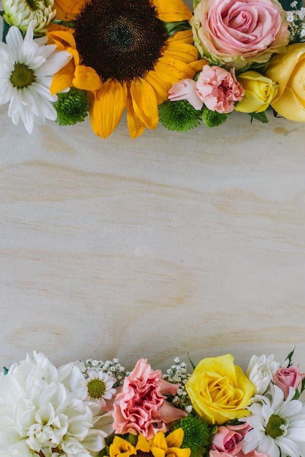 Świezi kwiaty na szalunku obraz royalty free