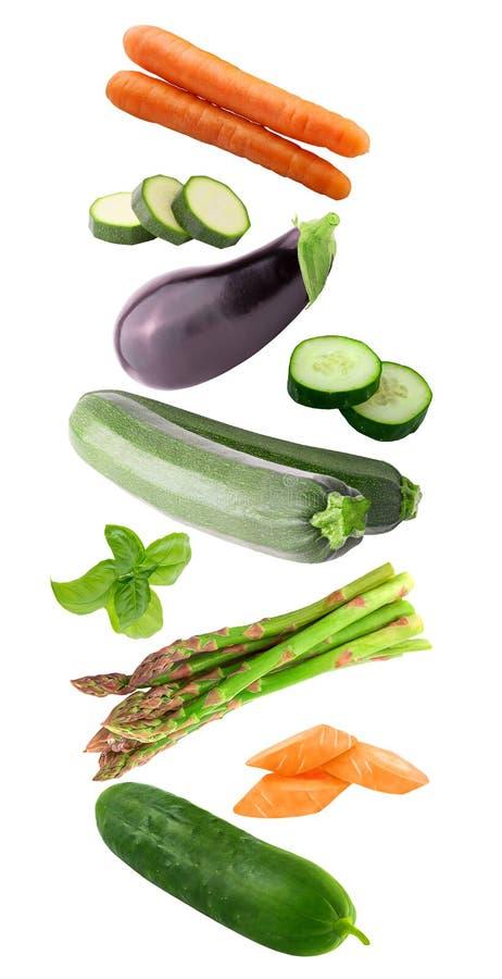 Świezi latający warzywo składniki odizolowywający na białym tle obraz royalty free