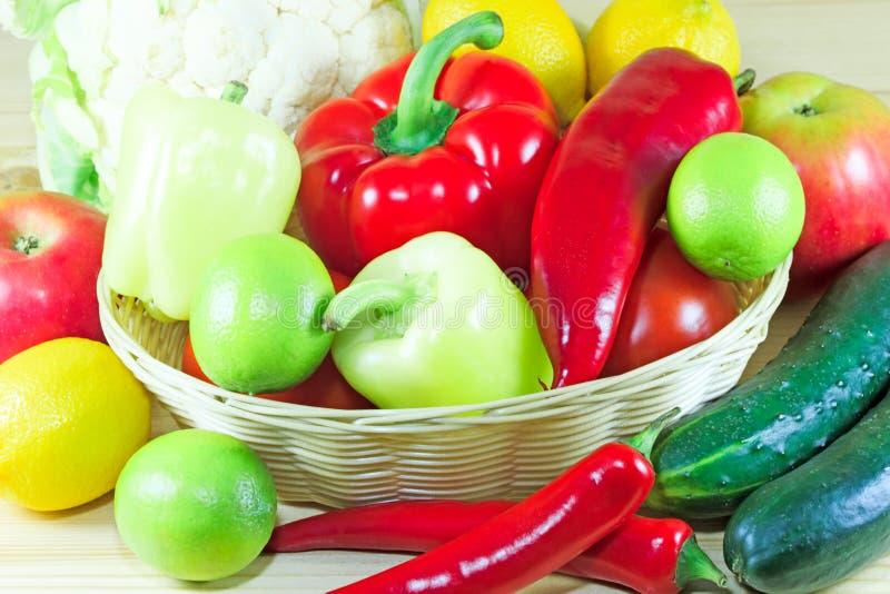 Świezi owoc i warzywo zdjęcie stock