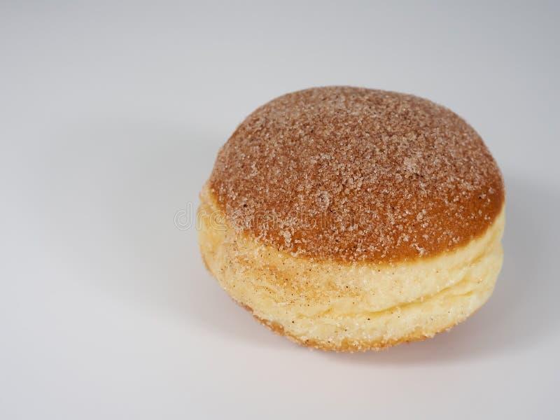 Świezi piec niemieccy karnawałowi donuts z cukierem obrazy royalty free