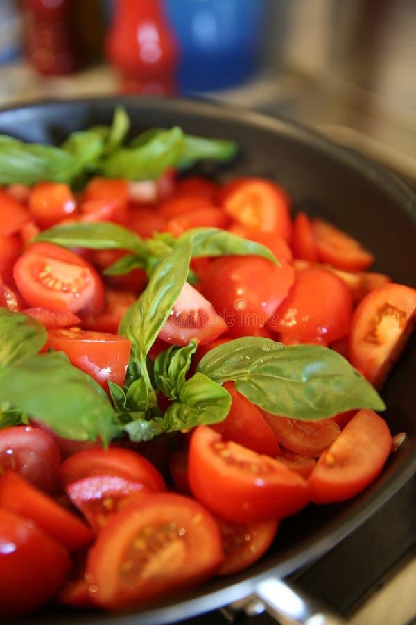 Świezi pomidory i basil obraz stock