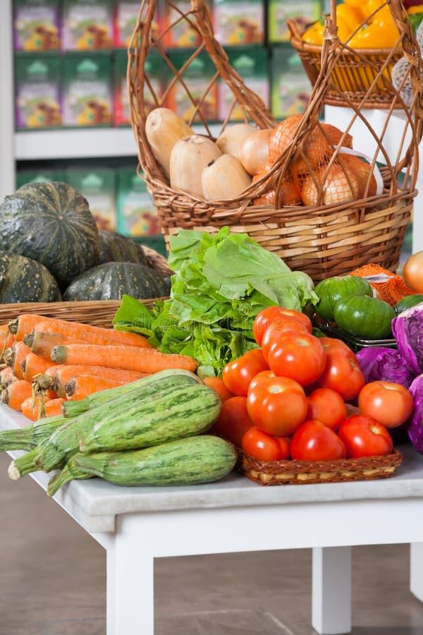 Świezi warzywa Na stole zdjęcie royalty free