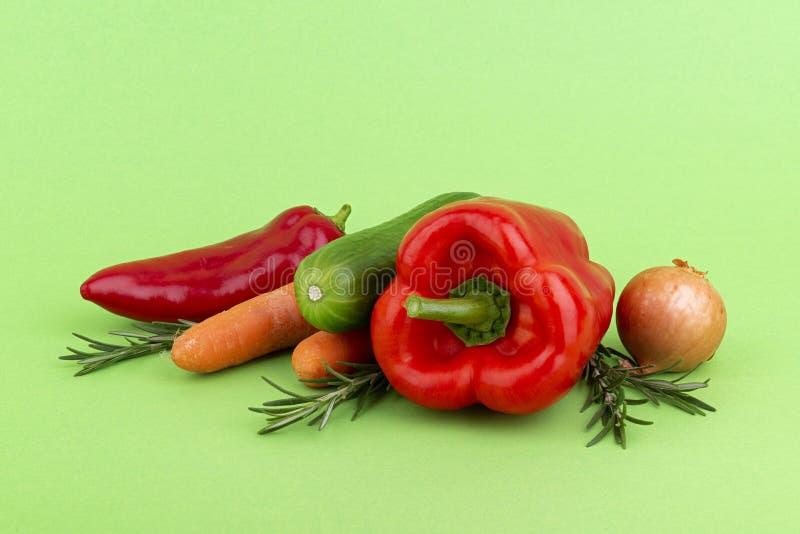 Świezi warzywa na zieleni fotografia royalty free