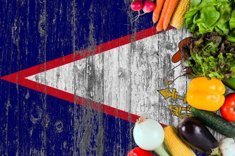 ?wiezi warzywa od amerykanina Samoa na stole Kulinarny poj?cie na drewnianym chor?gwianym tle obraz royalty free