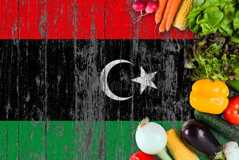 ?wiezi warzywa od Libia na stole Kulinarny poj?cie na drewnianym chor?gwianym tle obraz stock