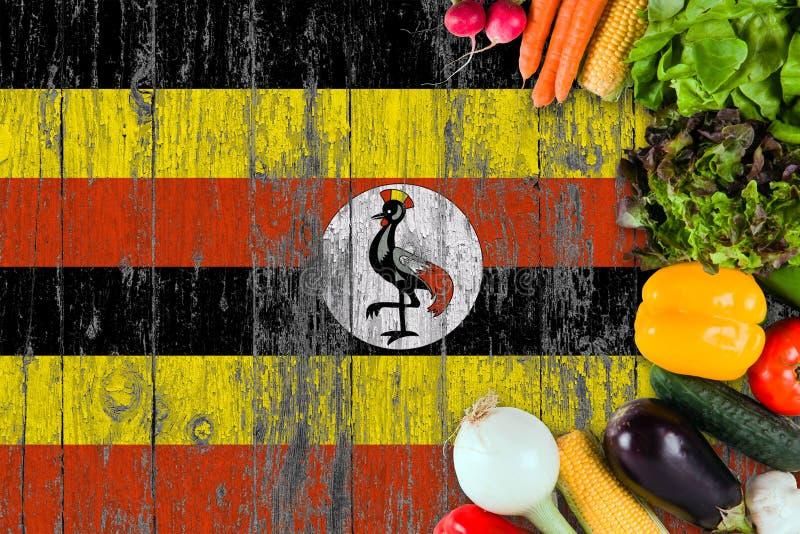 ?wiezi warzywa od Uganda na stole Kulinarny poj?cie na drewnianym chor?gwianym tle obraz stock