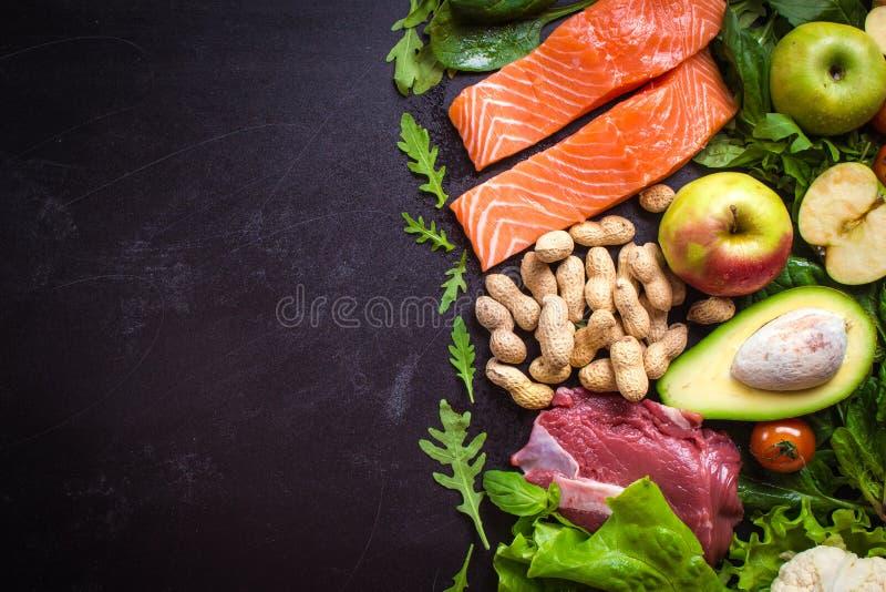 Świezi warzywa, owoc, ryba, mięso, dokrętki zdjęcie stock