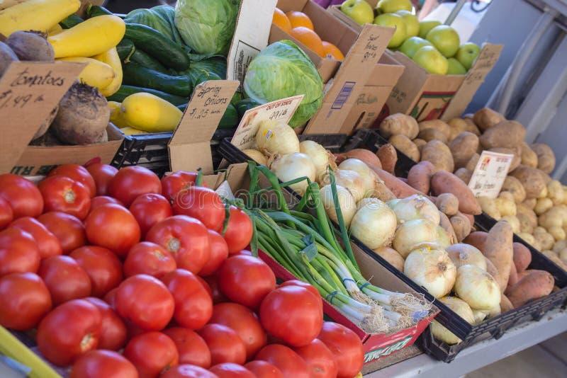 Świezi warzywa przy lokalnym rolnika rynkiem zdjęcia stock