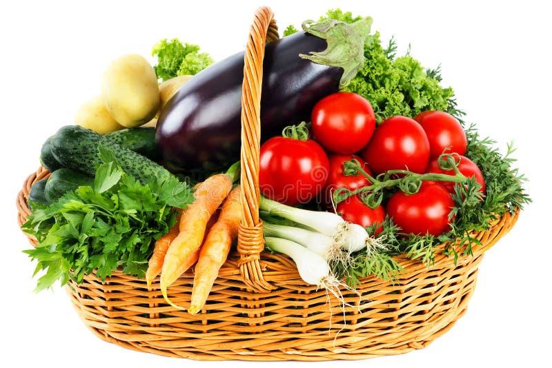 Świezi warzywa w koszu zdjęcie royalty free