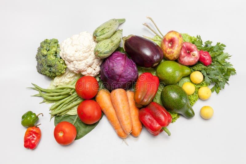 świezi wiązek warzywa Ekologicznie bezpieczny i życzliwy Różnorodność kopalne odżywki i witaminy zdjęcia stock
