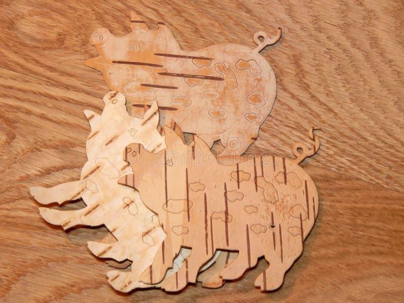 Świnia rzeźbiąca od brzozy barkentyny handmade zdjęcie stock