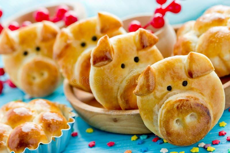 Świniowate babeczki, prosiątko obiadowe rolki, urocze jadalne świnie od ciasta obraz stock