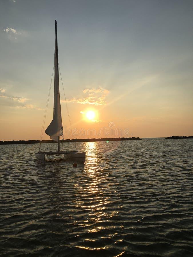 Świt i łódź obraz royalty free