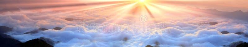 Świt nad morze mgła fotografia stock