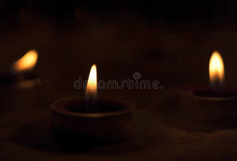 ŠMany καίγοντας κεριά Dayconceptï ¼ παγκόσμιας θρησκείας με το ρηχό βάθος του τομέα στοκ φωτογραφία με δικαίωμα ελεύθερης χρήσης