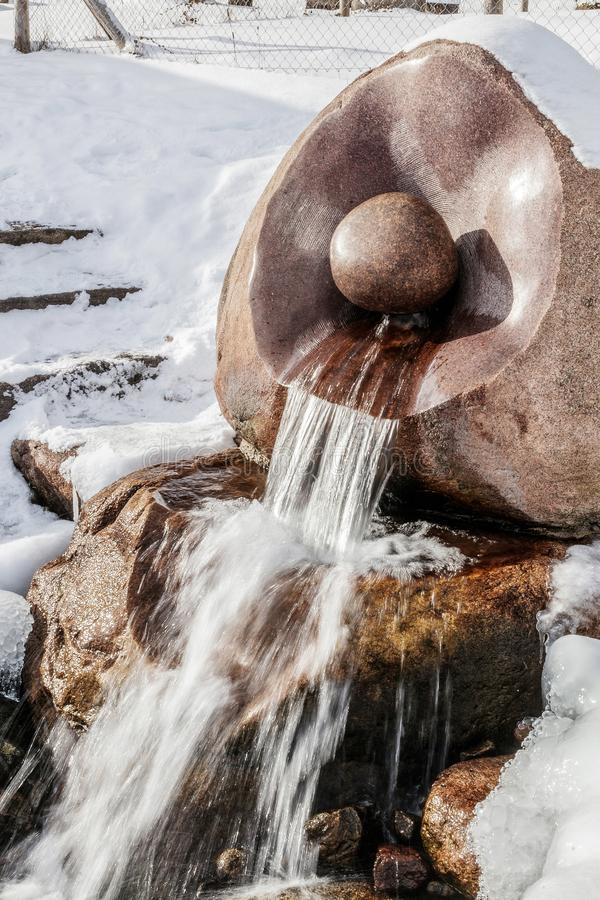 Źródło Latvia Batas źródło Marznący, Piękny, Zimny zima dzień, zdjęcie royalty free