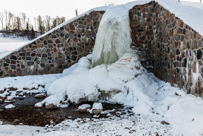 Źródło Latvia Batas źródło Marznący, Piękny, Zimny zima dzień, obraz royalty free