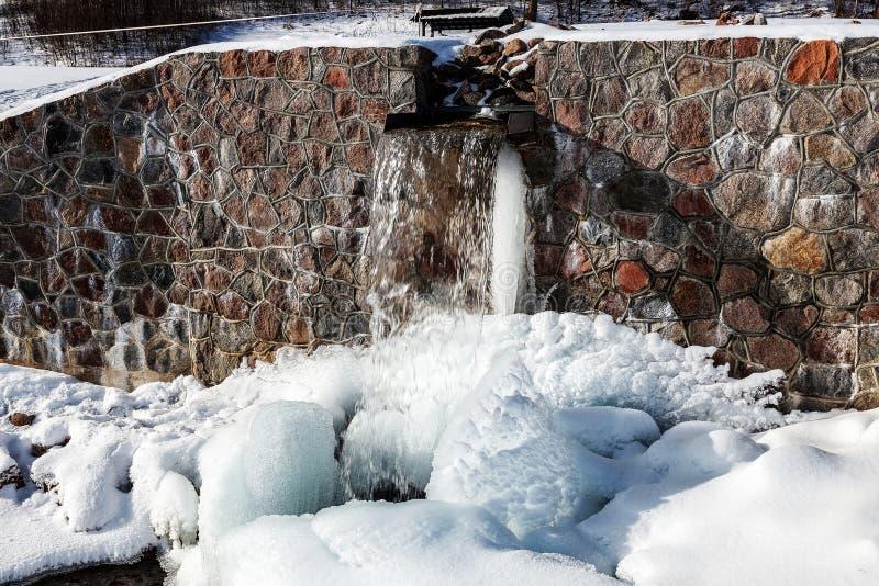 Źródło Latvia Batas źródło Marznący, Piękny, Zimny zima dzień, zdjęcie stock