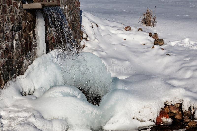 Źródło Latvia Batas źródło Marznący, Piękny, Zimny zima dzień, fotografia stock