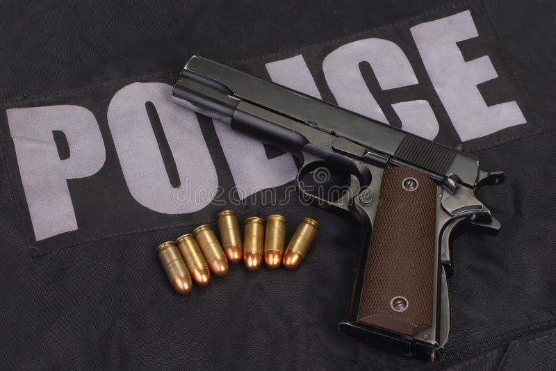 Źrebaka rządowy m1911 pistolecik z ammo fotografia royalty free