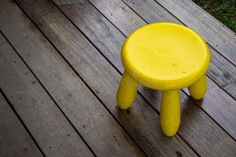Żółci mini chiar na drewnianej podłodze dla siedzą zdjęcie stock