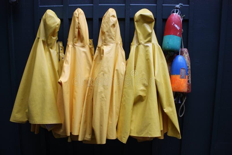 Żółci podeszczowi żakiety fotografia stock