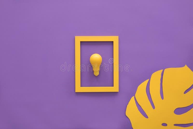 Żółta żarówka w ramie obrazy stock