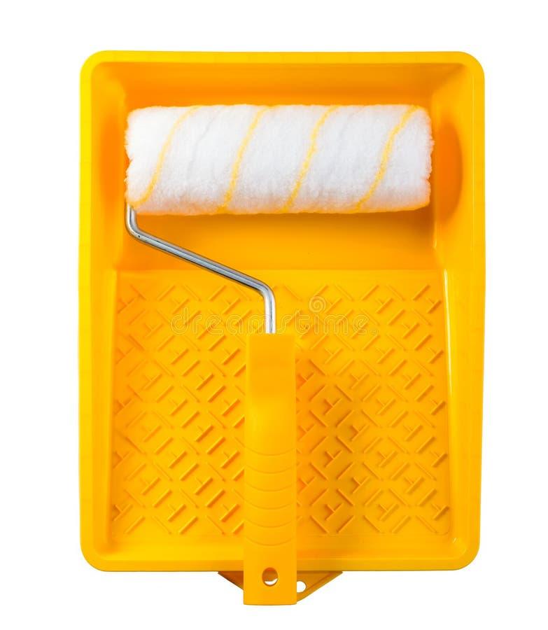 Żółta farby taca z farba rolownikiem odizolowywającym obraz stock