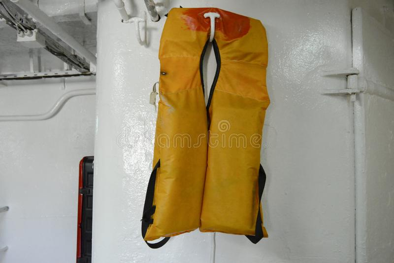 Żółta kamizelka ratunkowa fotografia stock