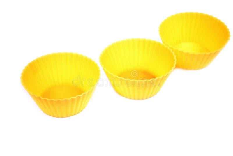 Żółta krzem foremka dla piec na białym tle Kulinarni akcesoria piekarz zdjęcia royalty free