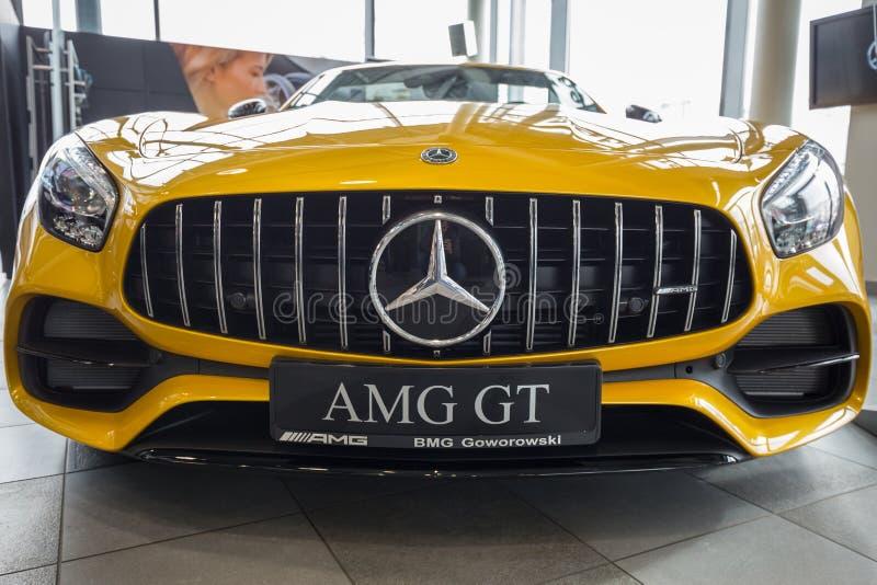 Żółta Mercedez GT C terenówka zdjęcia stock