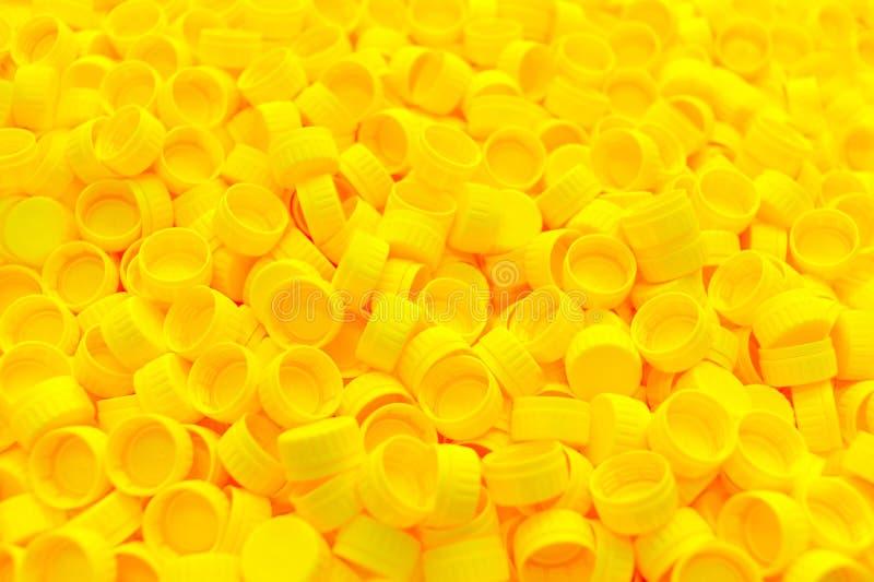 Żółte nakrętki plastikowa butelki tekstura obraz royalty free