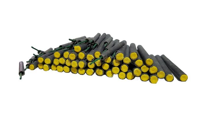 Żółte petardy odizolowywać na bielu zdjęcia stock